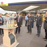 Am Ziel an der Westfalen-Tankstelle Volker Happe haben sich alle Beteiligten ein Glas Sekt verdient. Foto: Heller